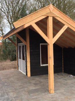Tuinhuisje met asymmetrisch dak